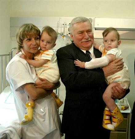 Bli�niaczki z Janikowa lec� na operacj� do Arabii Saud.
