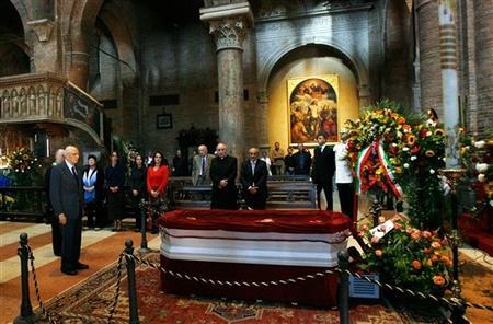Tysi�ce fan�w na pogrzebie Pavarottiego