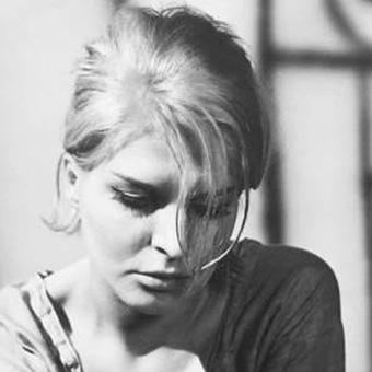 Ewa Frykowska - odważna piękność
