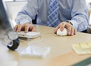Najbardziej absurdalne są przepisy bhp i o czasie pracy