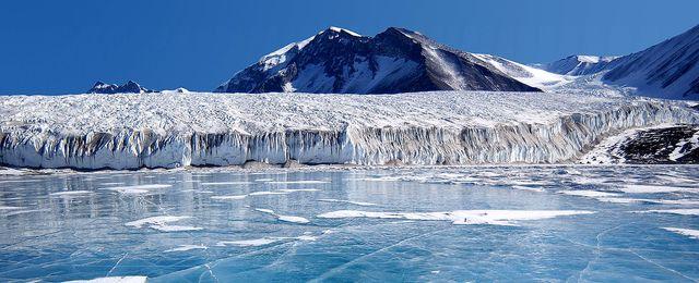Formy życia sprzed 100 tys. lat odkryto pod lodem