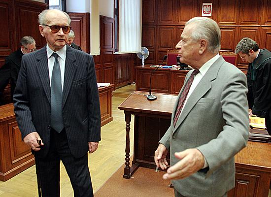 Jaruzelski i Kiszczak strac� specjalne emerytury
