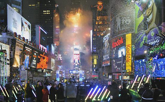 Hucznie i kolorowo świat powitał Nowy Rok