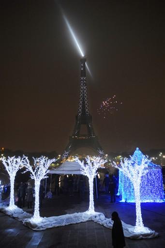 Nowoczesna iluminacja wieży Eiffla