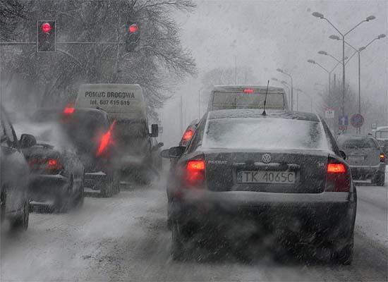Opady �niegu w ca�ej Polsce; trudne warunki na drogach
