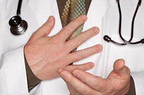 Hipnotyzował pacjentki i kazał im ssać... palec