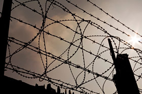 Szok! Szef więziennego gangu zapłodnił 4 strażniczki