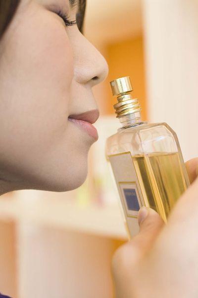 Jak rozpozna� oryginalne perfumy?