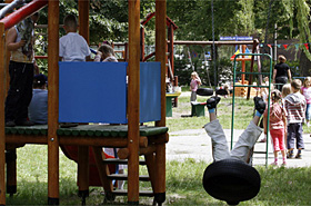 Gwa�t na placu zabaw: 16-latek skrzywdzi� 4-letnie dziecko