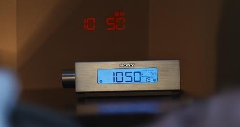 Sony prezentuje sw�j pierwszy radiobudzik z projektorem