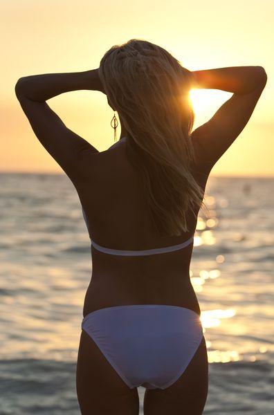 Фото блондинок сзади в бикини 9 фотография