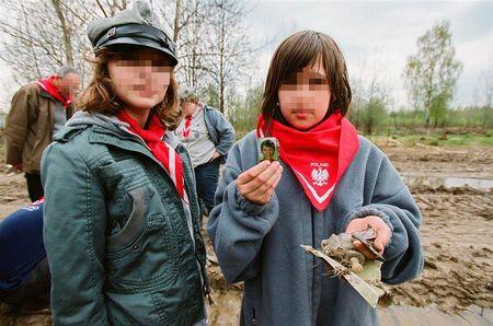 To, co odkry�a tam grupa Polak�w, kt�rzy pojechali pomodli� si� za zmar�ych, jest przera�aj�ce