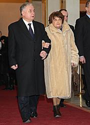 Lech Kaczyński z matką na premierze filmu