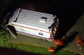 Tragedia. Ciało 16-latki znalezione nad wejściem do klatki