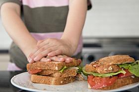 Zjad� kanapki i zmar�! �ona i syn przed s�dem
