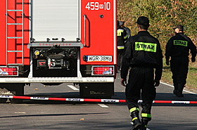 Fatalny wypadek: w�z stra�acki przewr�ci� si� na nissana