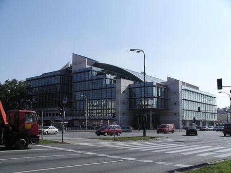[Obrazek: tvn_budynek_wiertnicza_wikipedia_public_domain.jpeg]