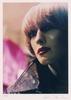 Helmut Newton w 2001 roku stworzył portret kobiety z Ku'damm: w jej oczach zobaczymy (…) Kurfürstendamm w Berlinie to jedno z najbardziej ekskluzywnych miejsc w stolicy Niemiec i spotkać tam można wielu celebrytów i wiele bogiń.   Helmut Newton (1920 Berlin – Los Angeles 2004) Ku'damm, 2001, C-Print, 35 x 25 cm, Teutloff Photo + Video Collection, Bielefeld Courtesy of Wallraf-Richartz-Museum & Fondation Corboud Dzieło jest prezentowane podczas wystawy: 'Auf Leben und Tod. Der Mensch in Malerei und Fotografie - Die Sammlung Teutloff zu Gast im Wallraf'