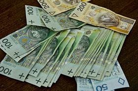 80-latka ukryła w domu 100 tys. zł - teraz gorzko żałuje...