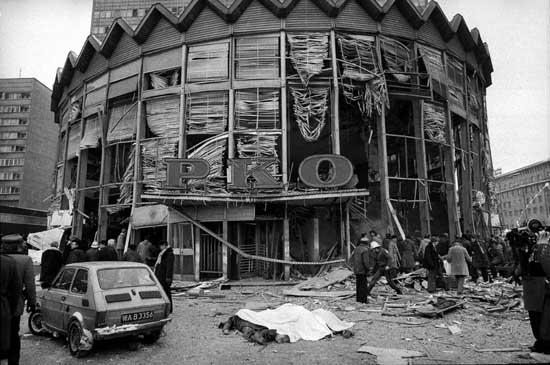 Znalezione obrazy dla zapytania wybuch rotundy w warszawie