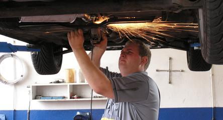 Jak naprawi� auto po wypadku?