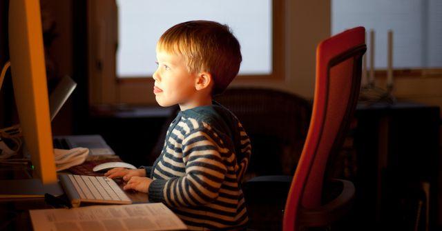 Dziecko uzale�nione od gier komputerowych