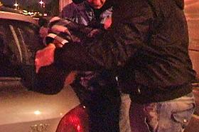 Awantura pod sklepem nocnym. Policjant użył broni!