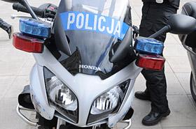 Policjant na motocyklu zderzy� si� z rowerzystk�