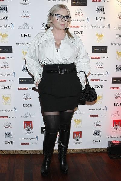 Agata Młynarska w pończochach na okładce magazynu Viva