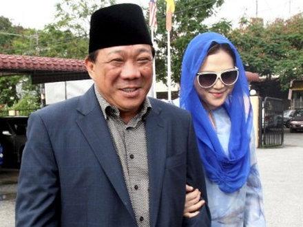 """Kobieta powinna by� """"dziwk� w ��ku"""" – kontrowersyjna szko�a w Malezji"""