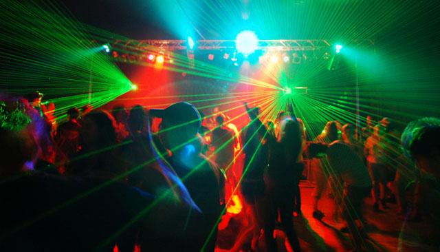 http://i.wp.pl/a/f/jpeg/27112/th_impreza_dyskoteka_klub_laser_640.jpeg