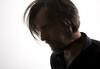 MUZYKA NA ŻYWO W WYKONANIU:CHRISTIAN FENNESZ /AT/Christian Fennesz, jeden z najwybitniejszych przedstawicieli współczesnej elektroniki, używa gitary i komputera by kreować migotliwe, wirujące elektroniczne dźwięki o ogromnym zakresie i kompleksowej muzyczności. Jego bujne i jaskrawe kompozycje  nigdy nie są zwykłymi, sterylnymi eksperymentami komputerowymi. Przypominają one bardziej czułe, mikroskopowe nagrania życia owadów z lasów deszczowych  lub tez naturalne wydarzenia atmosferyczne – wrodzony naturalizm przenika każdą z nich. Swoje nagrania publikuje w Touch Music UK, Mieszka i pracuje w Wiedniu i w Paryżu.