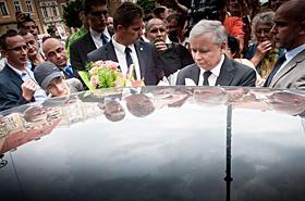 Kaczyński pędził autem 140 km/h! Jemu wolno?!