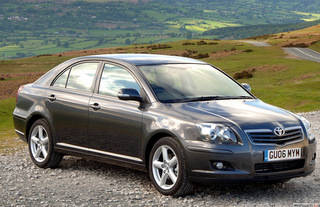 TOYOTA Avensis T25 - 2003r.