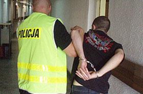 24-latek wpadł - w domu wciąż trzymał gumową lalę