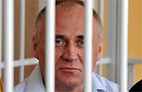 �ukaszenka uwolni� wi�ni�w politycznych. Umocni� swoj� pozycj�, zadowoli� Rosj� i UE