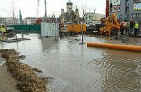 Woda na terenie budowy metra