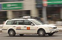 Taks�wkarze protestuj� przeciwko serwisowi Uber