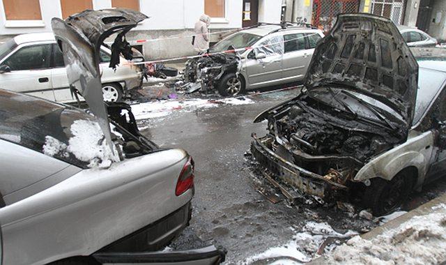 Jest zarzut za podpalenie samochod�w