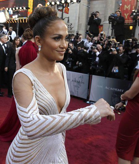 Wpadka na Oscarach - wypadaj�cy sutek Jennifer Lopez