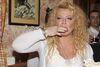 """Serdecznie witam i zapraszam na tendencyjny przegląd prasy kolorowej i tabloidów, w którym dziś miedzy innymi: - Prawdziwe gwiazdy estrady… - Czego chcą Górniak i Figura … - Mikołaj Krawczyk opuszcza plan zdjęciowy… - Magda Gessler i Marta Grycan walczą o jedzenie… A dokładnie, jak doniósł  na pierwszej stronie piątkowy """"Super Express"""", rywalizują o kulinarny program w TVN. Magda Gessler jest bez wątpienia znana i kochana przez widzów i jej """"Kuchenne rewolucje"""" cieszą się dużą oglądalnością."""