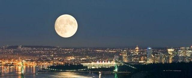 Ogromna pełnia Księżyca