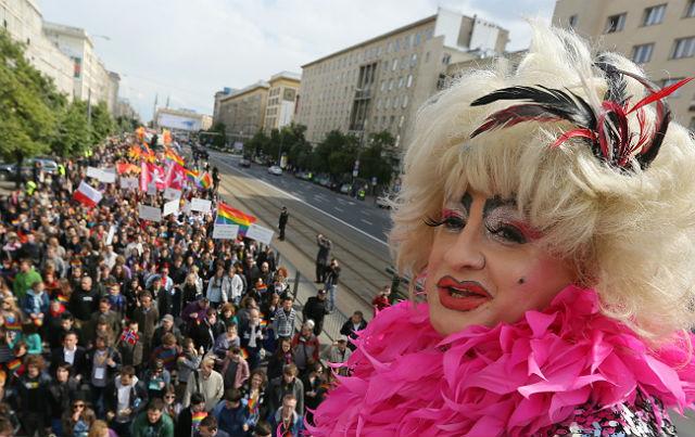 Geje i lesbijki paradowali w Warszawie - zdj�cia