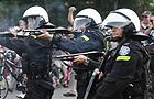 Starcia kibiców w Warszawie, musiała interweniować policja. Są ranni