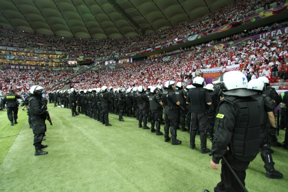 Euro 2012 - Pagina 2 Policja_tryb_pol_578