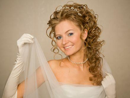 Najmodniejsze suknie �lubne - trendy 2012