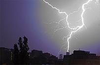 IMGW wyda� ostrze�enia dla 10 wojew�dztw I i II stopnia. Mo�liwe gwa�towne burze i intensywne opady