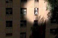 S�siad �apie dziecko, kt�re wypada z okna - zobacz film