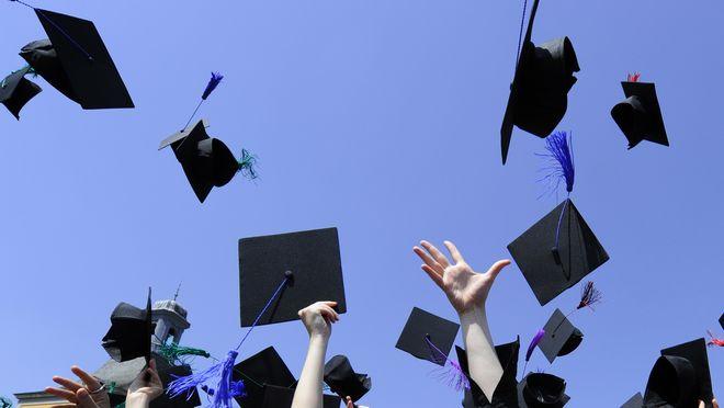 Znalezione obrazy dla zapytania absolwent uczelni