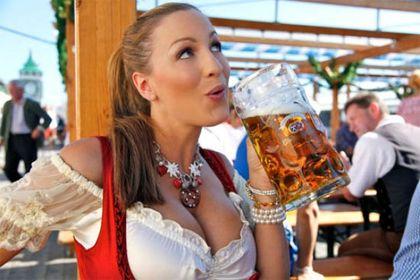 Śliczne Niemki [sic!] na Oktoberfest